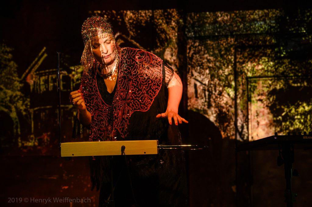 Donna MayaUrban Electro mit Theremin